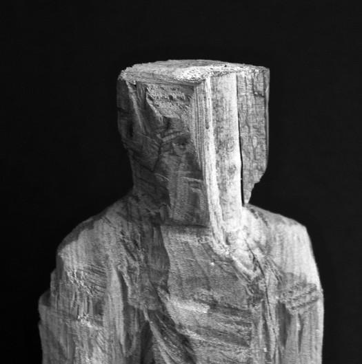 sculpture bois G tete gros plan